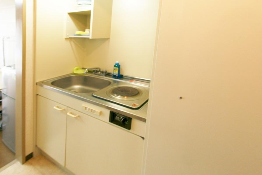 キッチンはコンパクトながら使い勝手の良いつくり