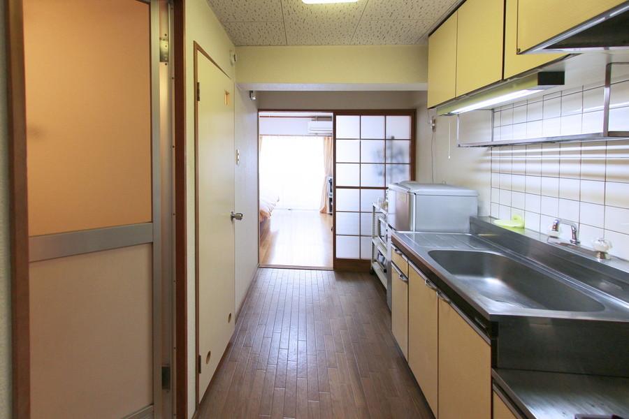 キッチン周辺はスペースを広く取られているため動きやすいです