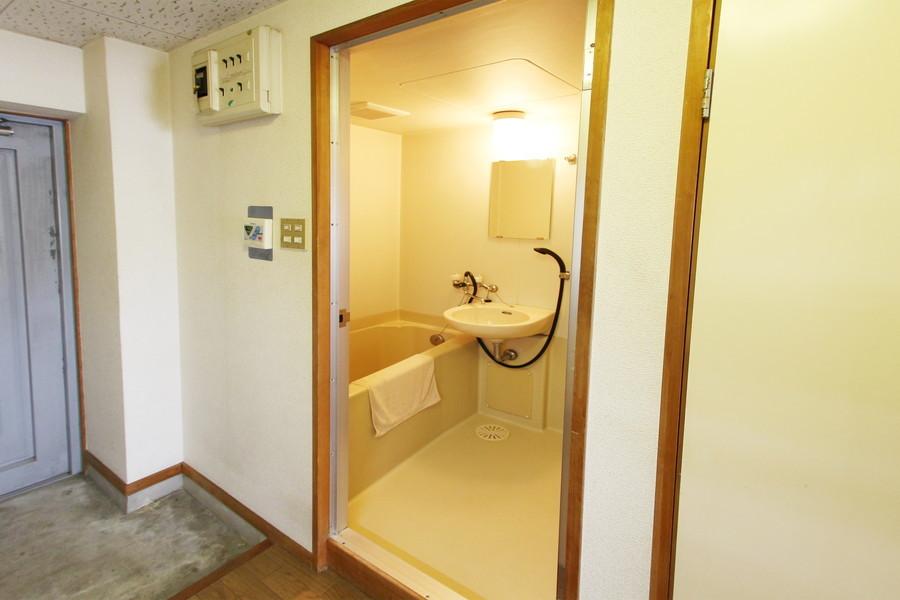 お風呂は洗い場が大きめでゆっくりお使いいただけます