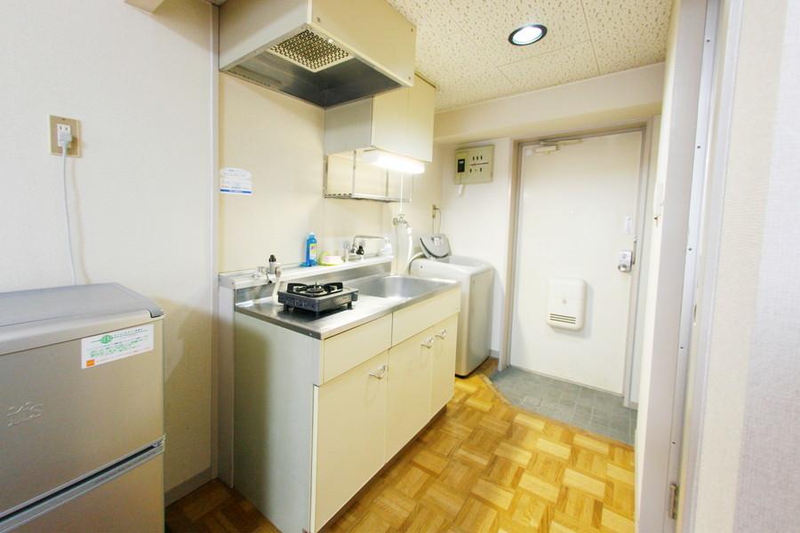 収納量抜群のキッチン。ガスコンロは1口設置しています
