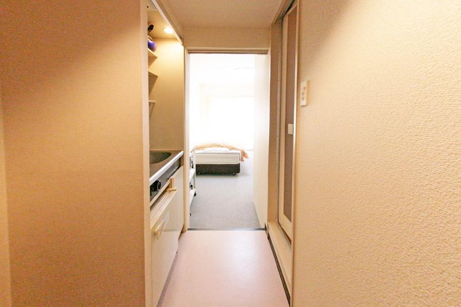 廊下もお部屋と同じ壁紙で統一感があります