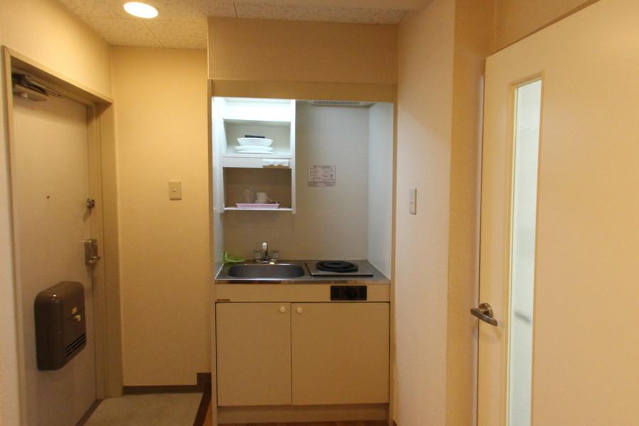 キッチンにはあると便利な吊り棚を設置