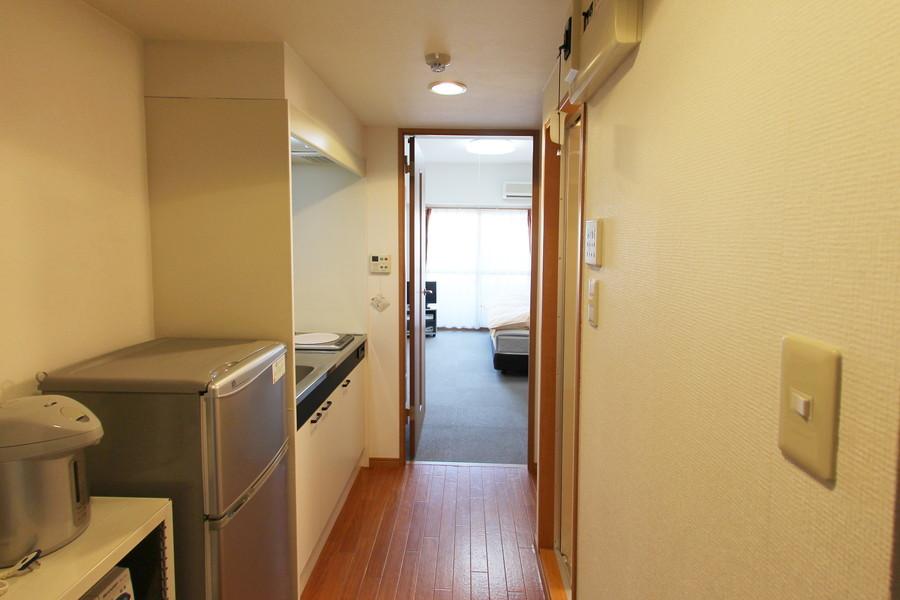 キッチン周辺はフローリングタイプ。お部屋との境はフラットで安心です