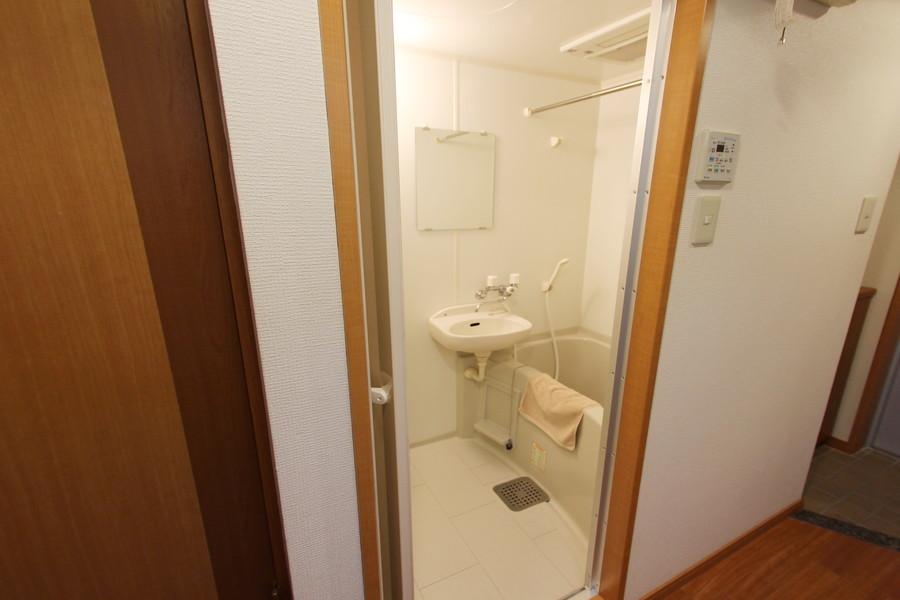 くつろぎのバスルーム。嬉しい浴室乾燥機付きです