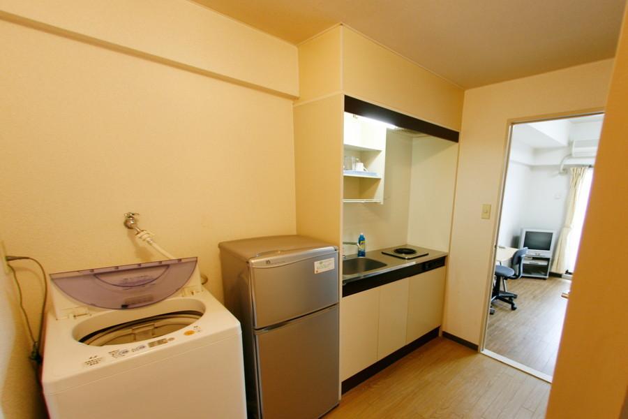 冷蔵庫、洗濯機の大型家電はキッチンに集約されています