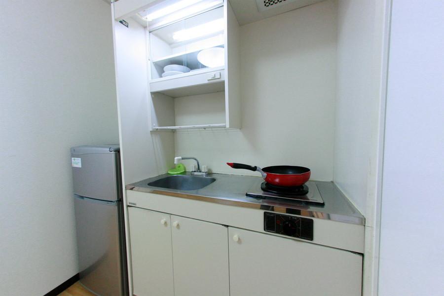 キッチン周りはコンパクトにまとめられ使い勝手も抜群