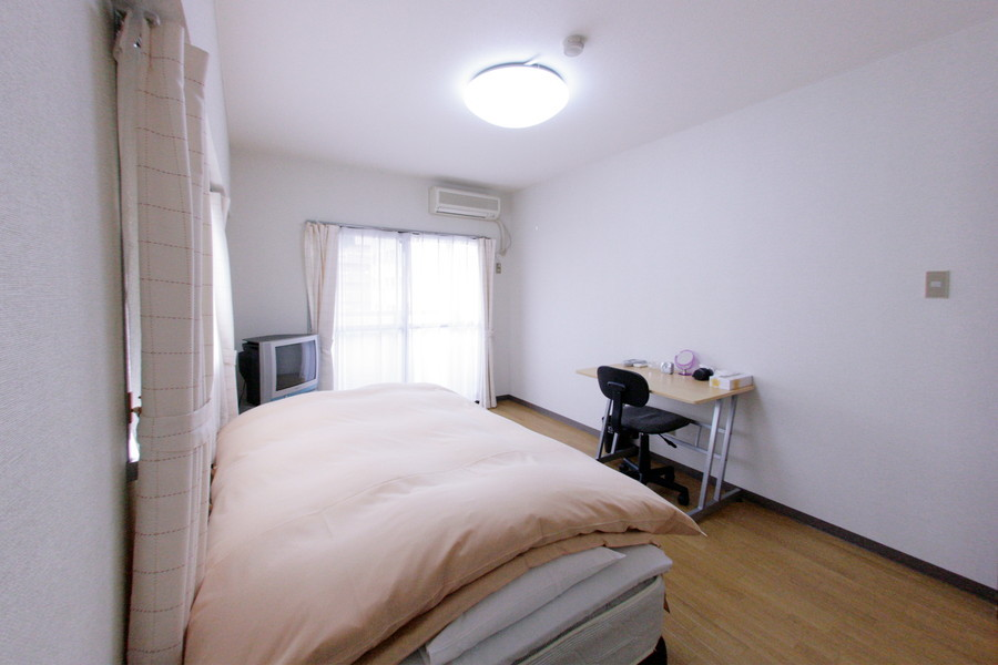 シンプルで住み良いお部屋。シーリングライト採用で開放感もばっちり