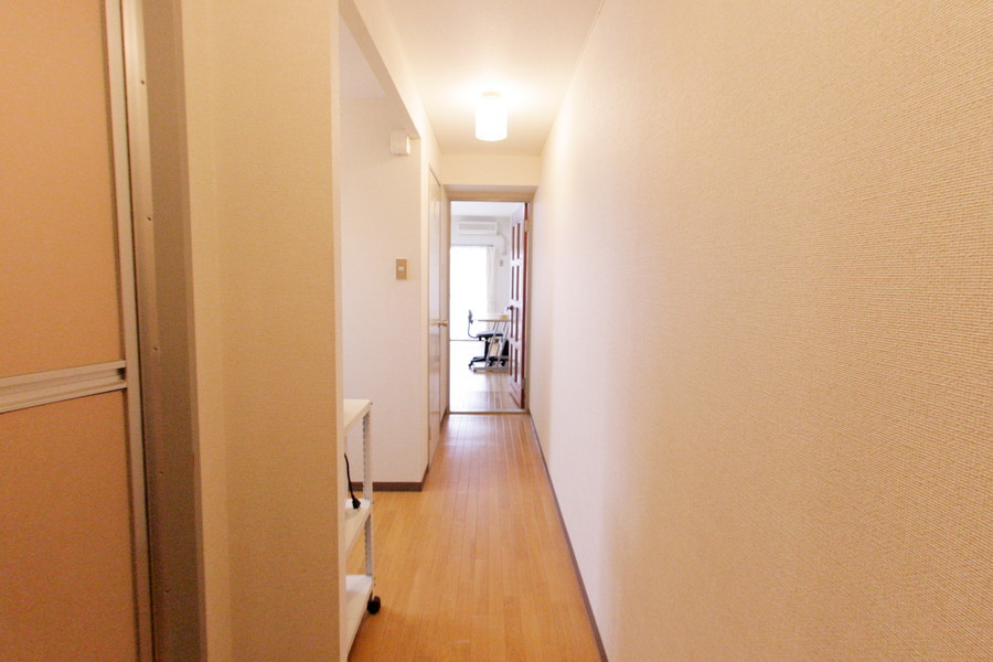 壁紙、床面はお部屋と同じにすることで統一感があります