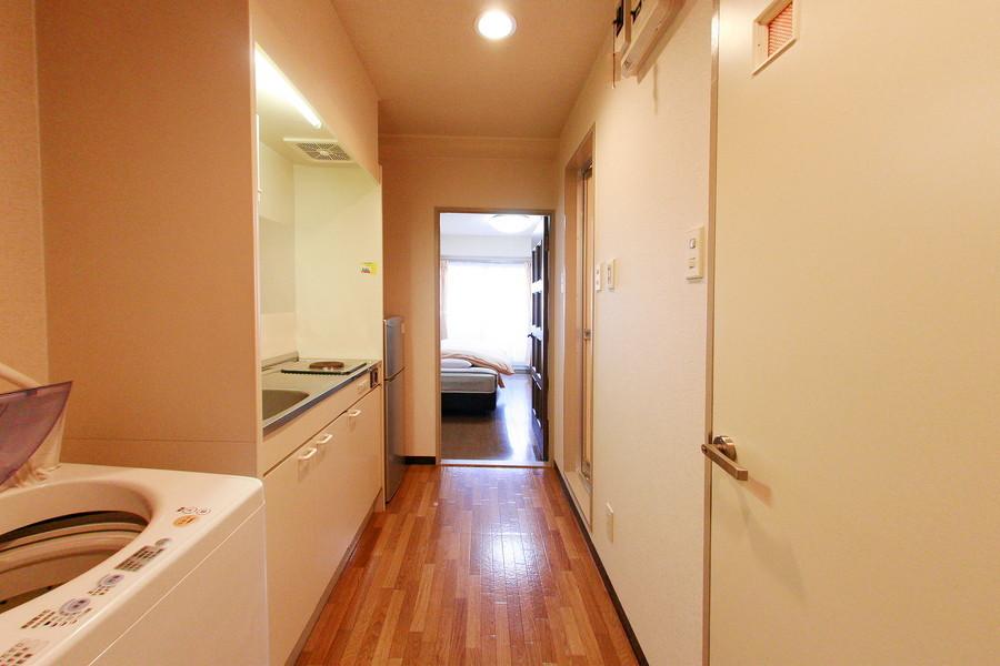 お部屋への廊下は比較的広めに設けられています