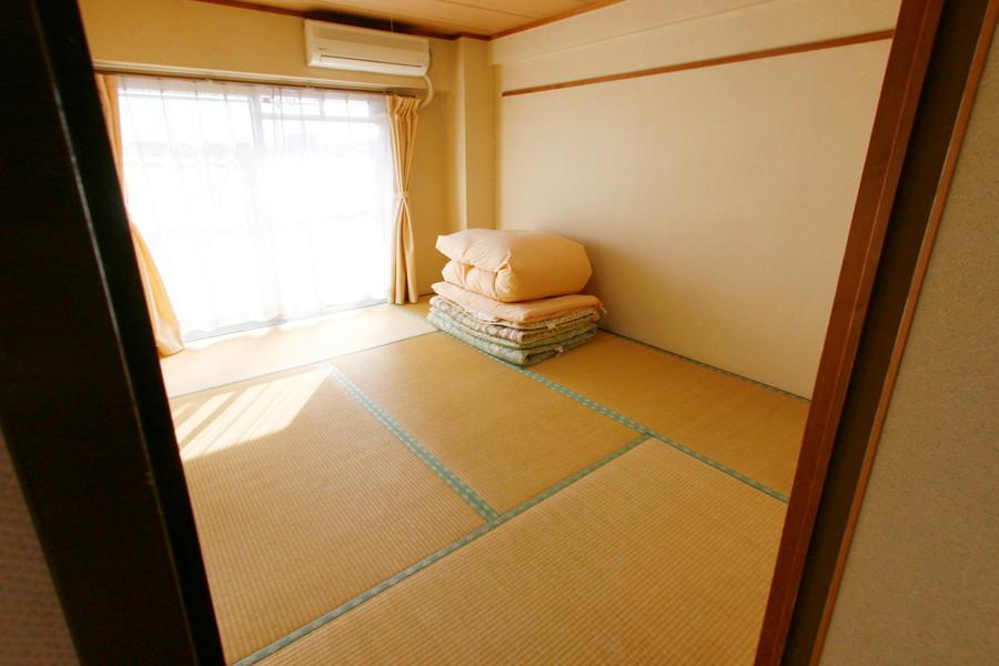 リビング隣は和室。心温まる畳敷きです
