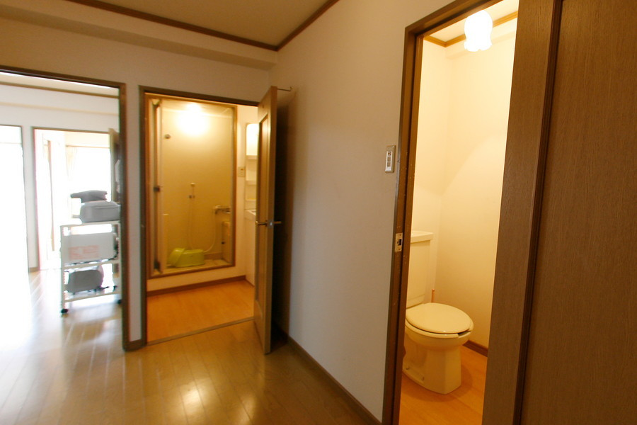 玄関からはリビングやお手洗いなど各部屋へアクセスできます