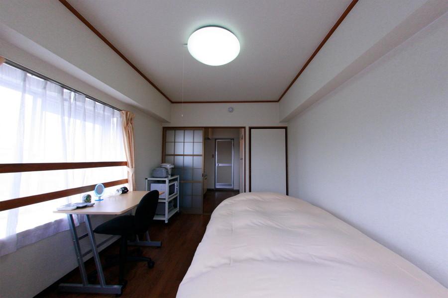 シーリングライトを採用することで天井からの圧迫感を少なくしました