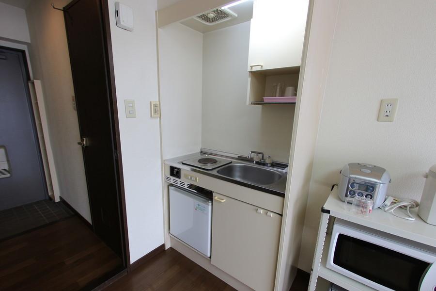 収納スペースもしっかり完備されたキッチン