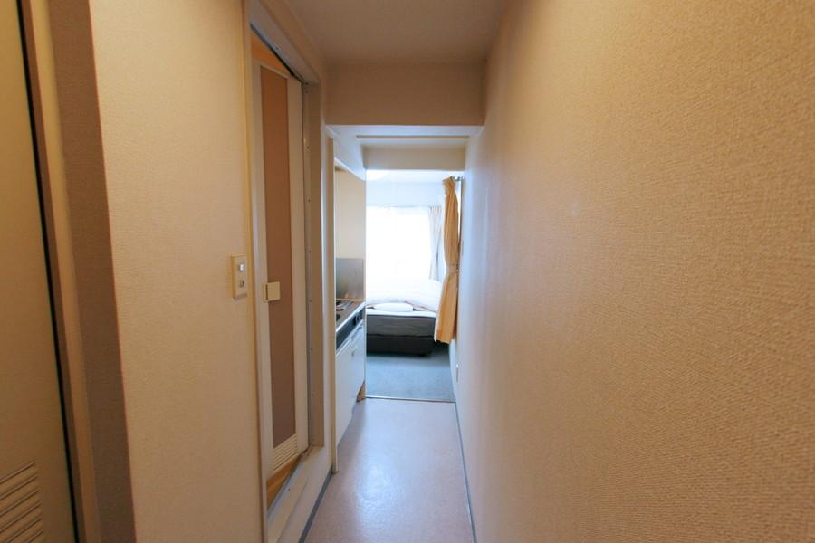 玄関からは室内の一部のみ見える構造。来客時のプライバシーも守られます