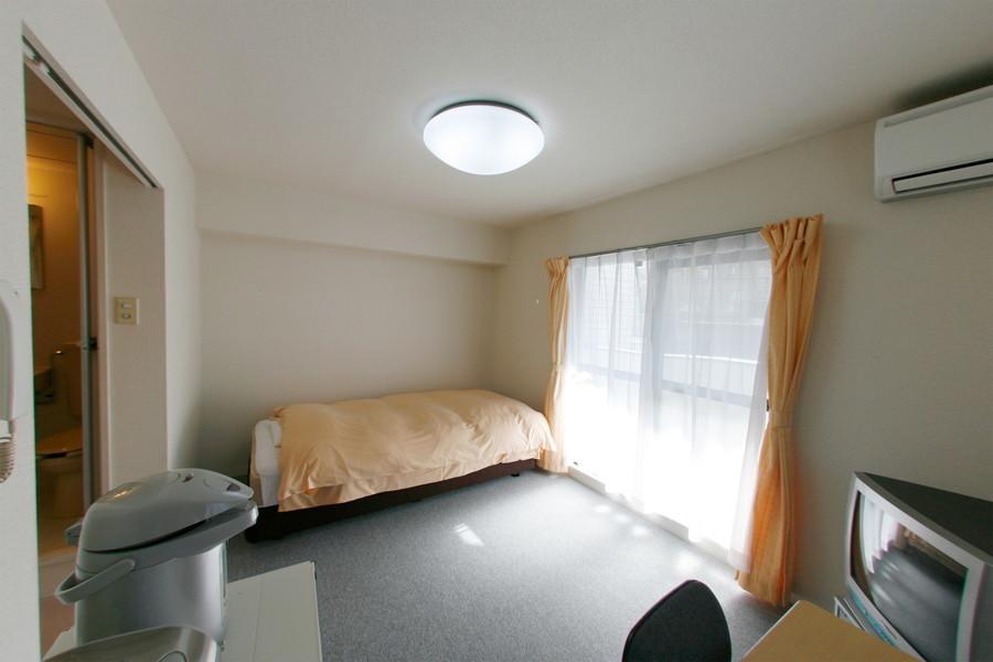 天井はシーリングライトを採用することによって高く開放感があります