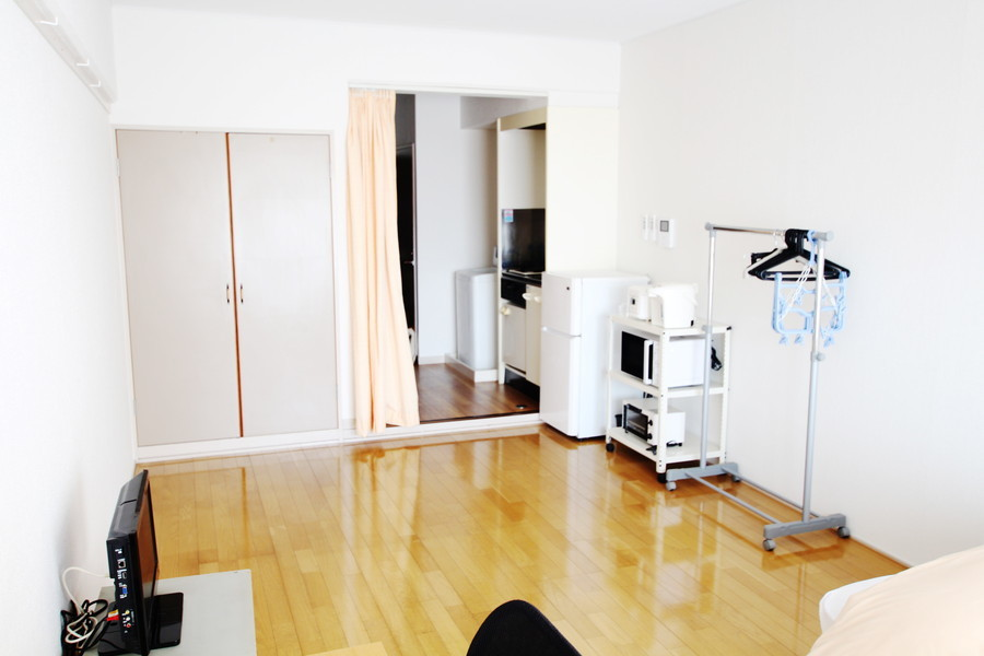 家電類、衣類ラックは室内に設置。クローゼット完備で収納面も安心です