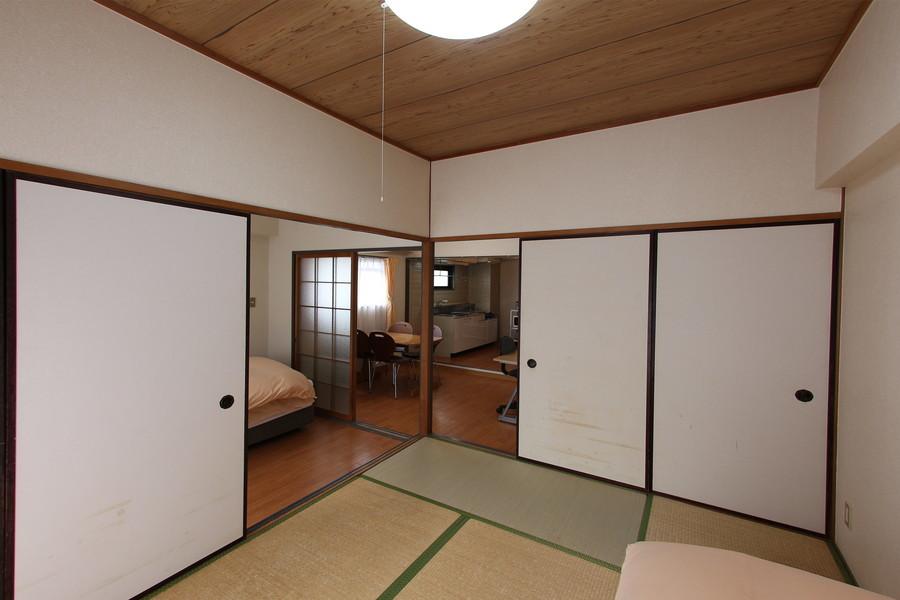 和室側には収納として押し入れが設置