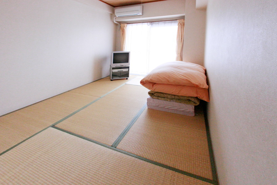 和の心を感じる畳敷きの和室