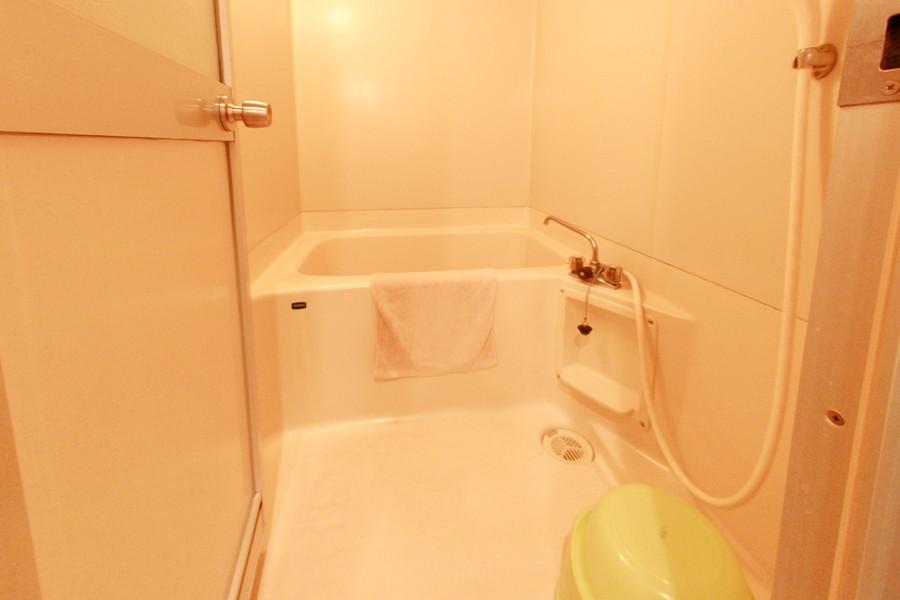 疲れを癒やすバスルーム。お風呂用品もご用意しております