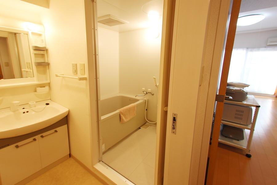 バスタブ、洗面台ともに大きめタイプ