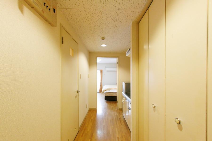 お部屋と廊下の間には段差がなくフラットな作りです