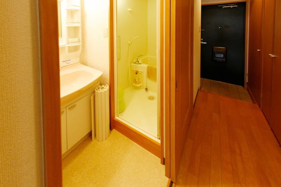 バスマットや洗面器などお風呂用品も揃えてお待ちしています