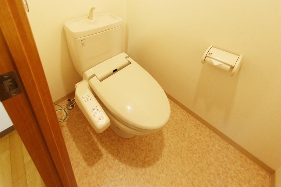 トイレには人気のウォシュレットを完備