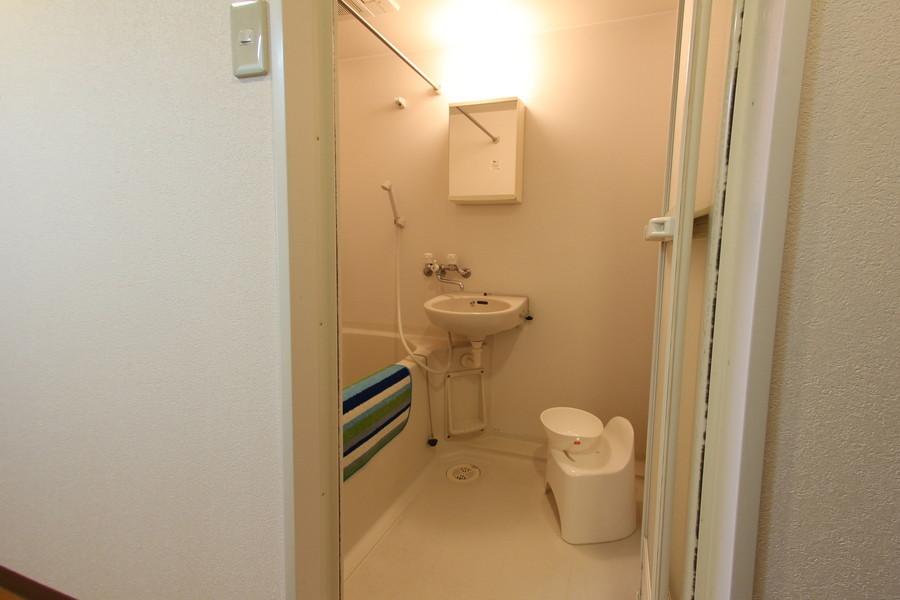 清潔感あるバスルームは浴室乾燥機能を搭載しています