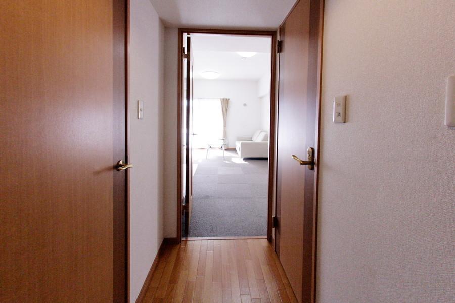 廊下からリビングへは段差が少なく、お子様も安心です