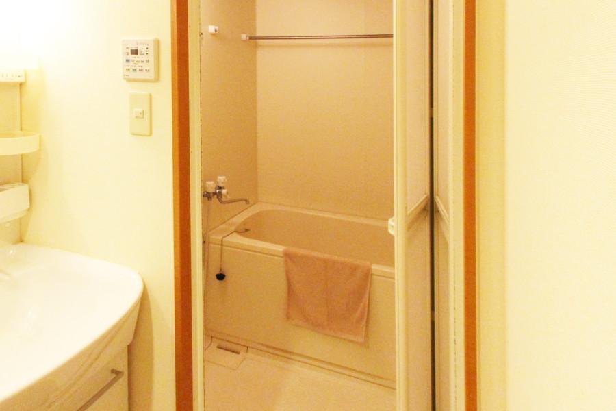 お風呂は広々ゆったり。浴室乾燥機能で急な洗濯物もおまかせください