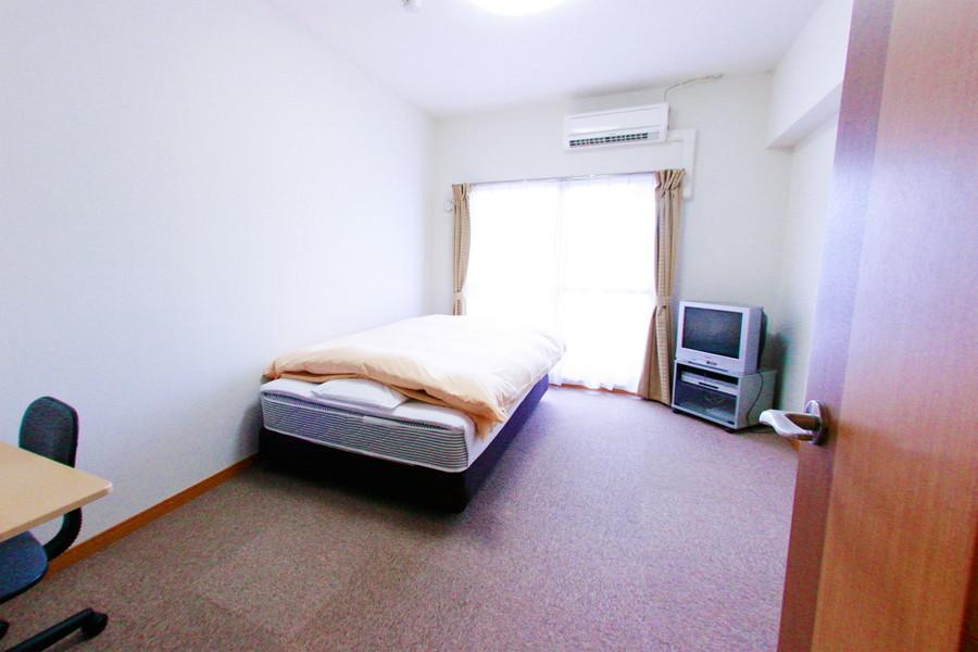 お部屋は足元がひやっとしないカーペットタイプ。寒がりさんも安心です