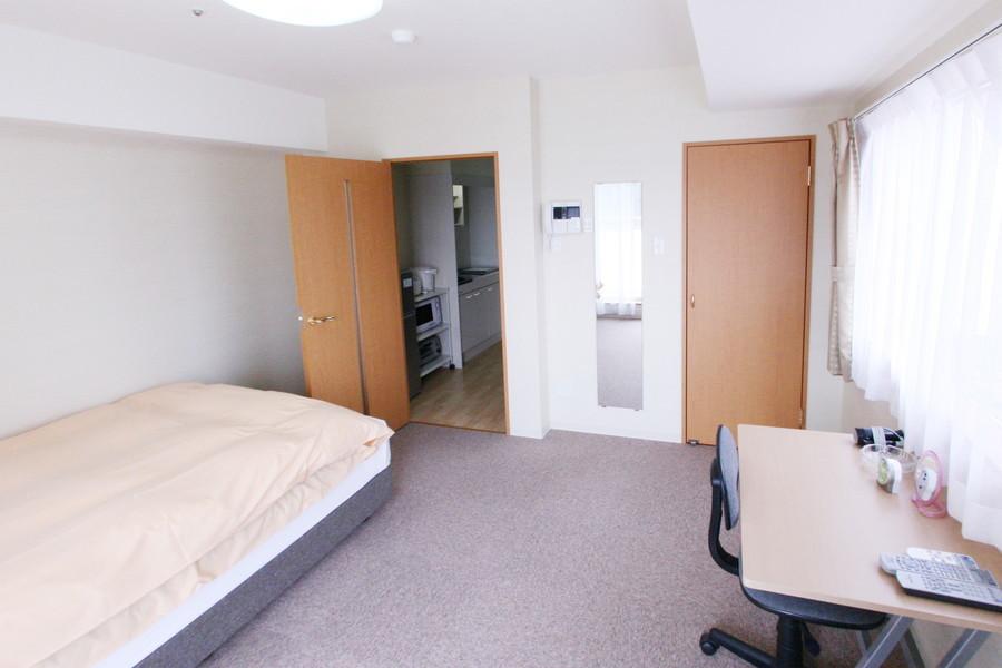 マンスリーは狭くて住みにくいという印象を覆す広々とした室内です