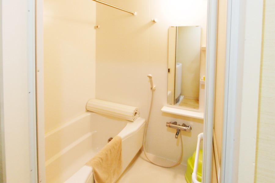 日々の疲れを癒せる広々お風呂。嬉しい浴室乾燥機能付き