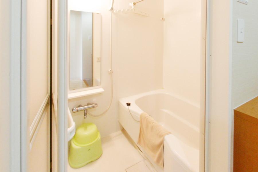 広々とおくつろぎいただけるバスルーム。浴室乾燥機能付きです