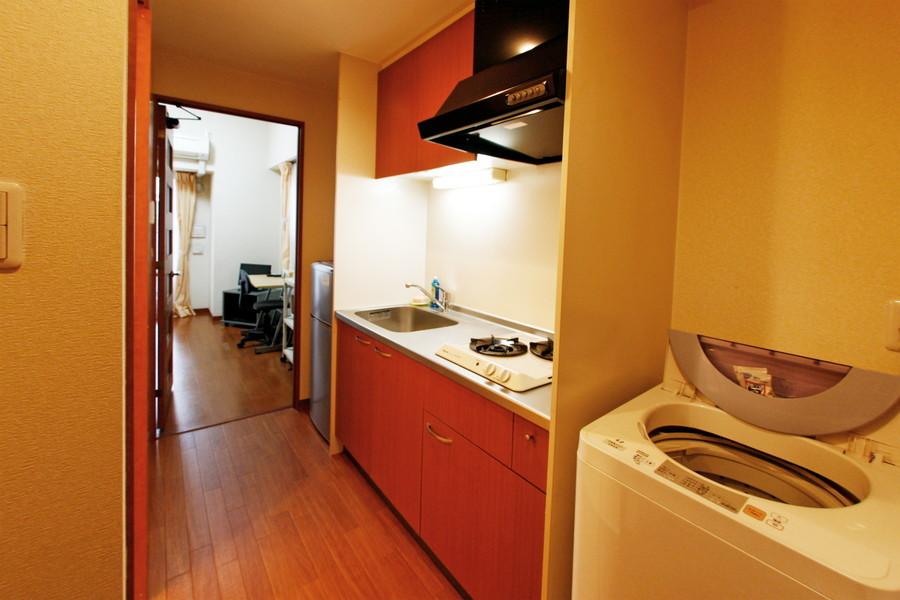 赤みのあるブラウンを配した使い勝手の良いキッチン