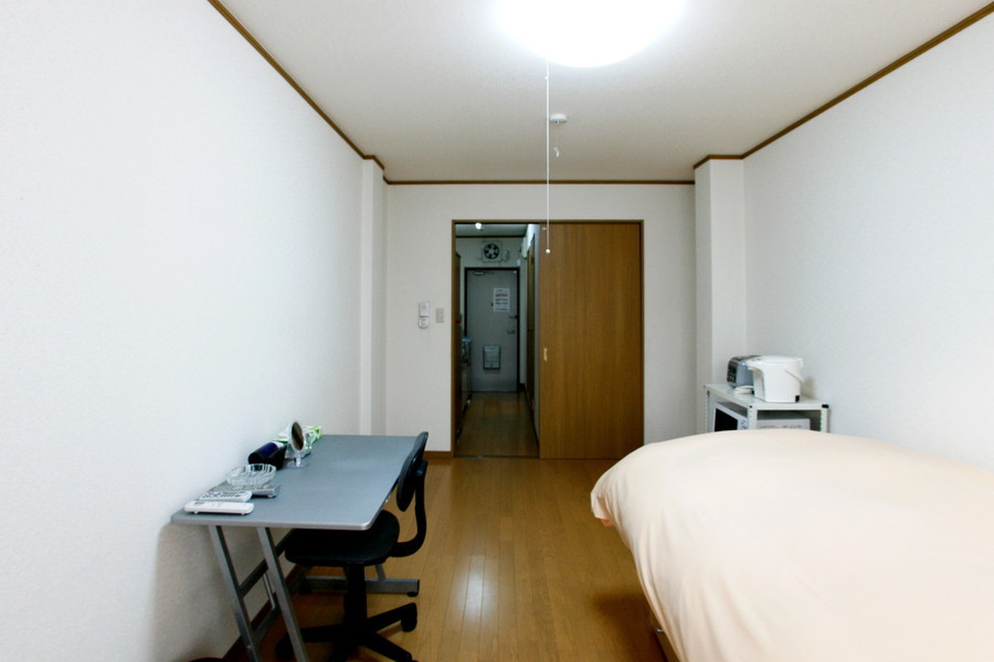 シーリングライト採用で高い天井を確保。圧迫感も少なく心地よいお部屋です