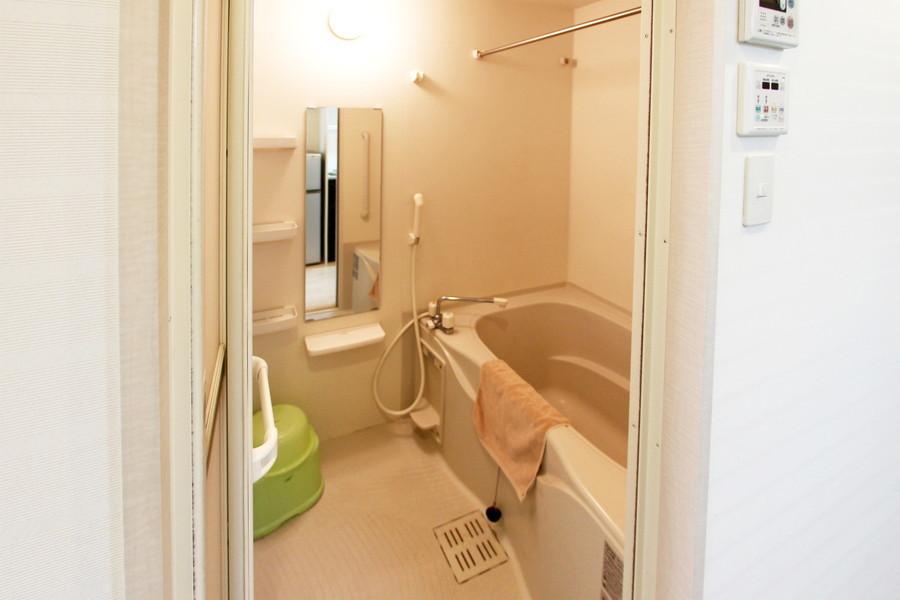 ゆったりおくつろぎいただけるバスルーム。浴室乾燥機能つきです