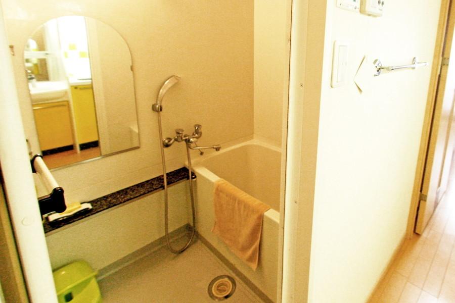 くつろぎのバスルーム。浴室乾燥機能搭載です