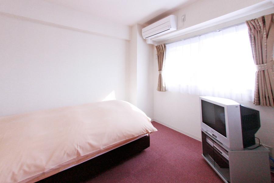寝室はリビングと同じカーペット敷き。寒がりさんも安心です