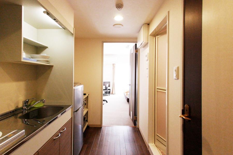 キッチン周辺はゆとりの広さ。お部屋との間は段差が少なく安心です