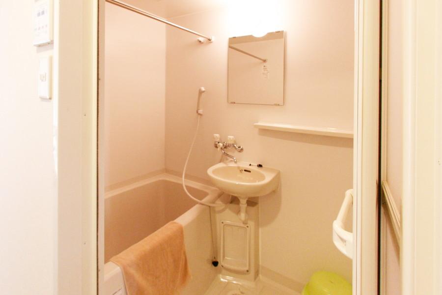 バスルームは浴室乾燥機能搭載。急ぎの洗濯物も朝にはカラッと!