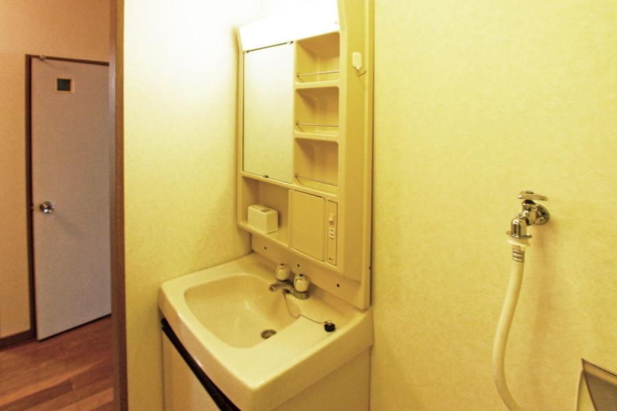 身だしなみに欠かせない洗面台。たっぷりの収納スペースつきです