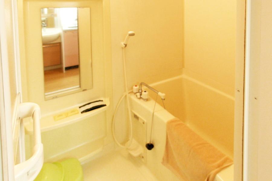 お風呂はほどよい広さで充実のバスタイムをお過ごしいただけます