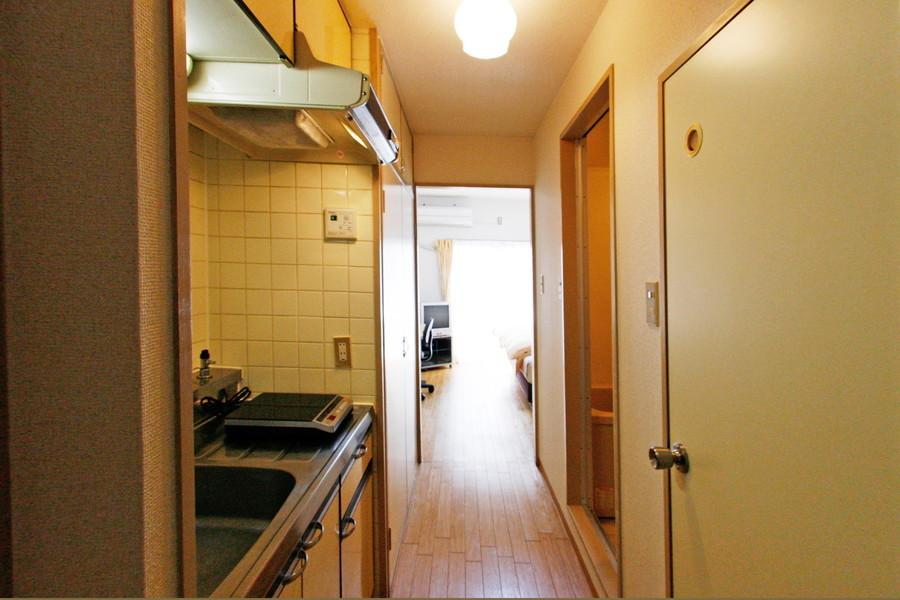 玄関から室内は段差のないフラットな廊下