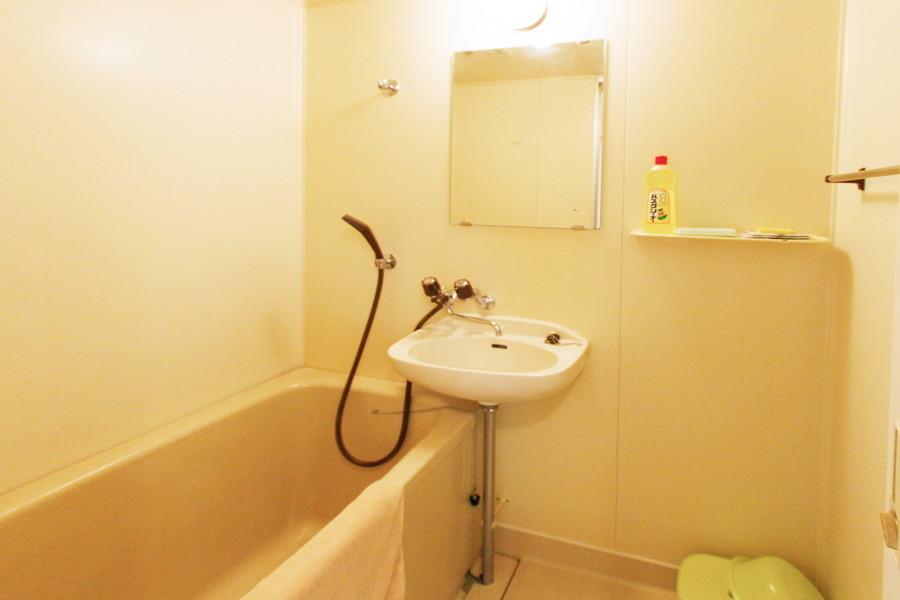 毎日の疲れを癒やすお風呂。バスマットもご用意しております