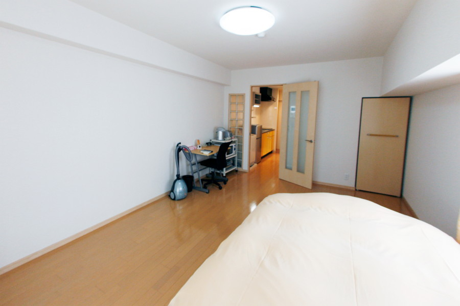 ベッドとデスクを置いても余裕の広さ。クローゼットも完備!
