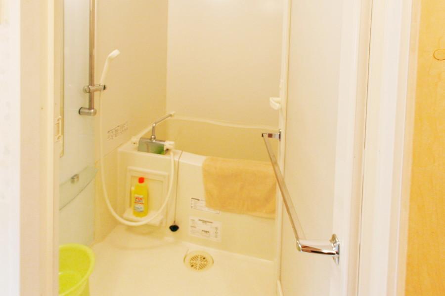 じっくり浸かれるバスタブ。嬉しい浴室乾燥機能つきです