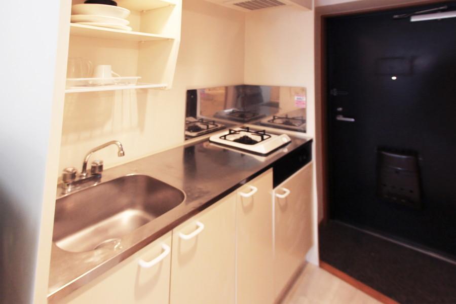 1Kとしては広めのキッチン。シンクも作業スペースも大きめです