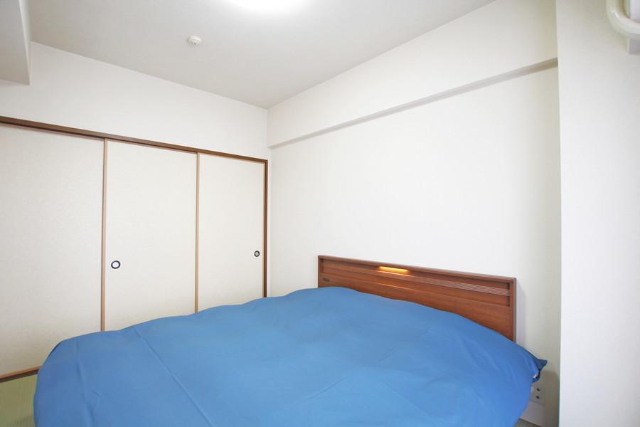 リビング横の寝室には大きな押入れを設置