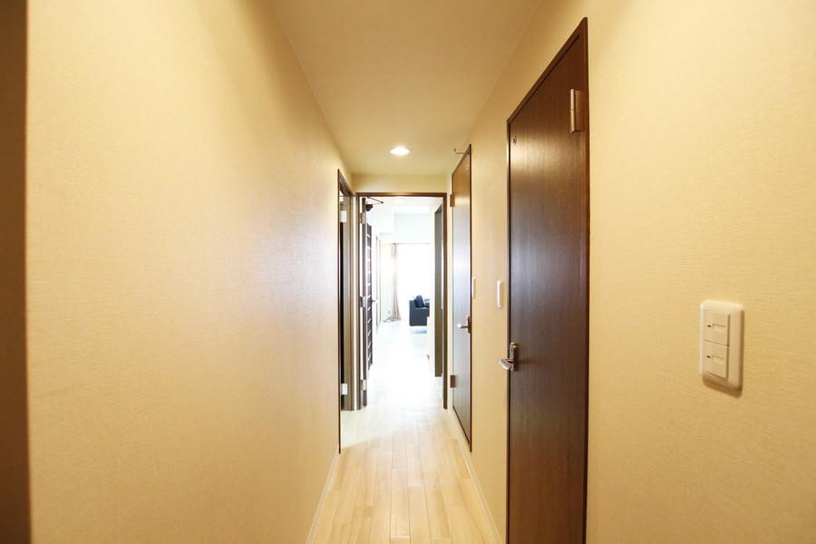 入り口からお部屋までは段差のないつくり。深夜のご帰宅でも安心です